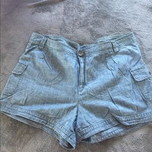 GAP Chambray Shorts with Cargo Pockets. SZ 18